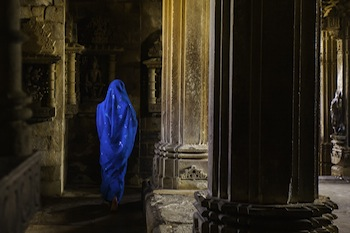 Woman in blue - India © Wes Eisses